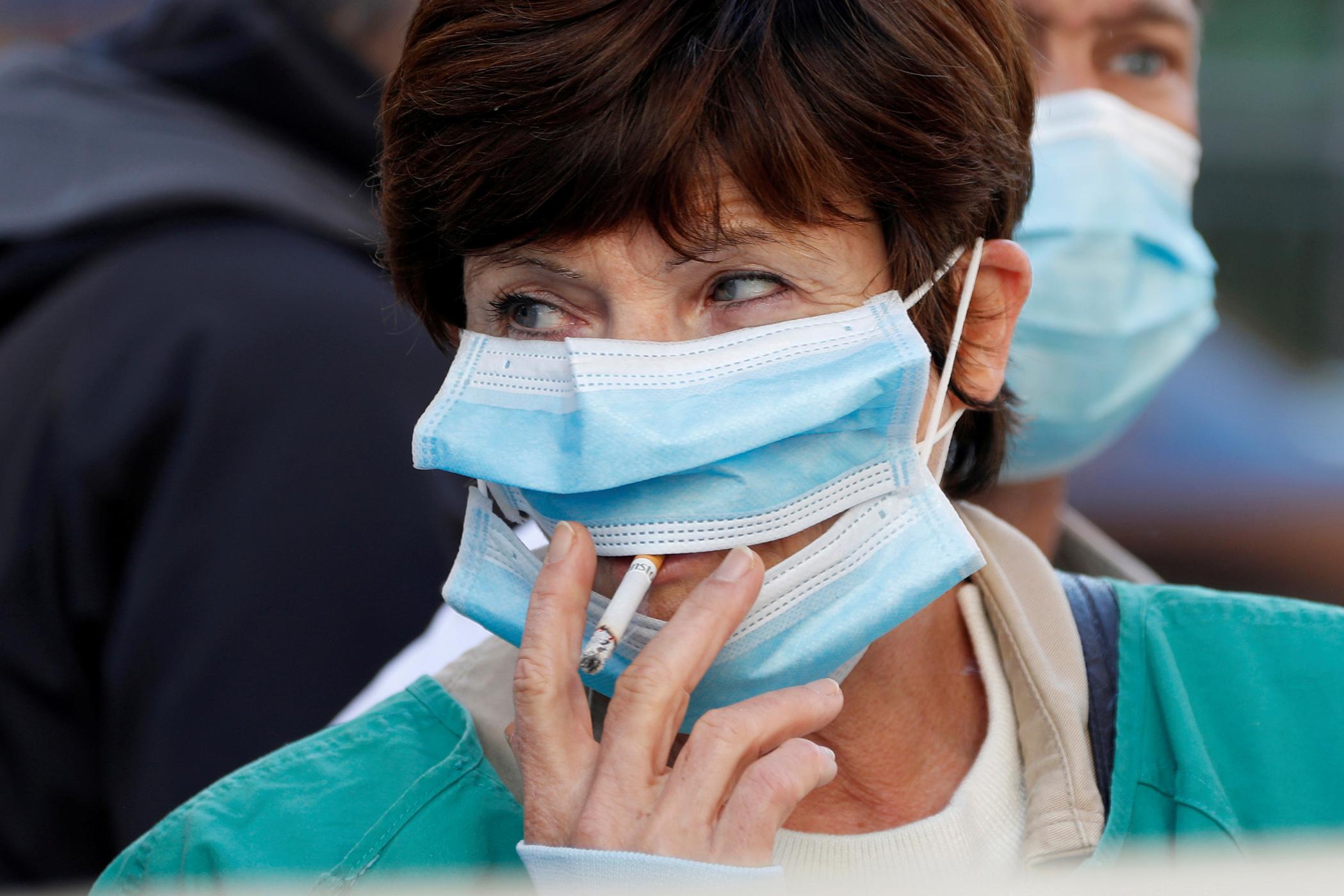 Κορονοϊός: Οι καπνιστές κινδυνεύουν με πιο πολλά και σοβαρά συμπτώματα Covid-19