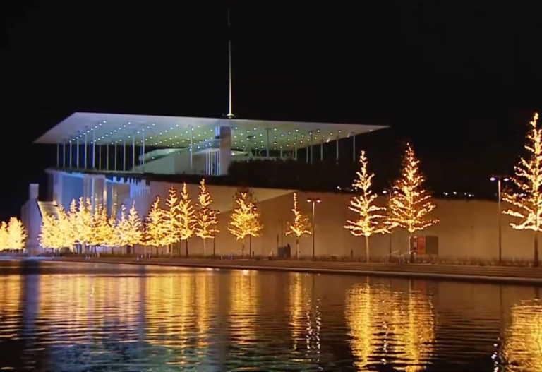Το Ίδρυμα Σταύρος Νιάρχος ντύθηκε χριστουγεννιάτικα [video]