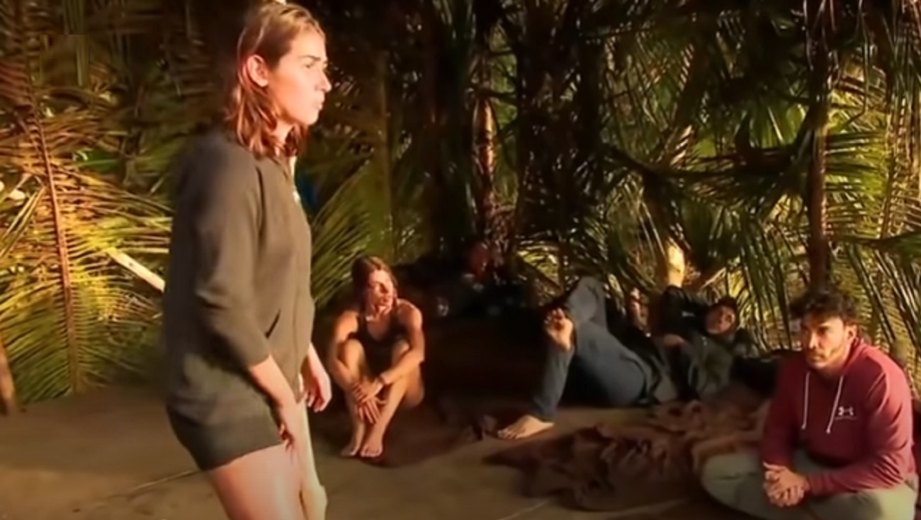 """Survivor: Δέχθηκε τα πυρά όλων η Μαριπόζα στην παραλία! """"Ντροπή σου, είσαι και μάνα"""""""