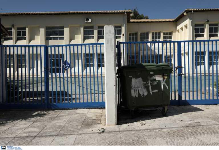 Lockdown: Τα τρία σενάρια για το τι ανοίγει τη Δευτέρα (video)