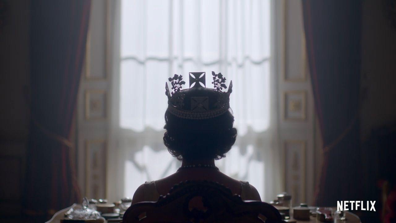 Σχεδίασε την παραγωγή του «The Crown» με… ξενάγηση στο Μπάκιγχαμ