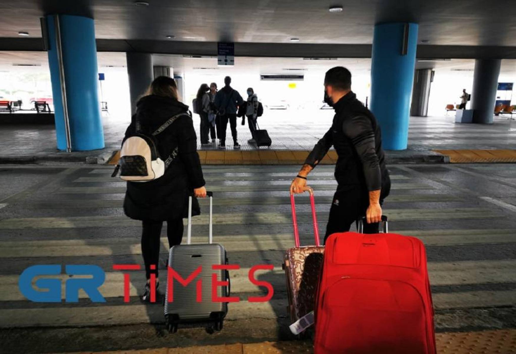 Θεσσαλονίκη: Τι λένε Έλληνες που επέστρεψαν από το Λονδίνο – Μπαίνουν σε επταήμερη καραντίνα