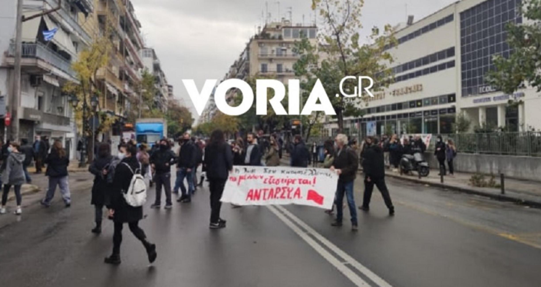 Αλέξανδρος Γρηγορόπουλος: Αιφνιδιαστική συγκέντρωση στη Θεσσαλονίκη! Οι αποστάσεις και τα συνθήματα (Βίντεο)