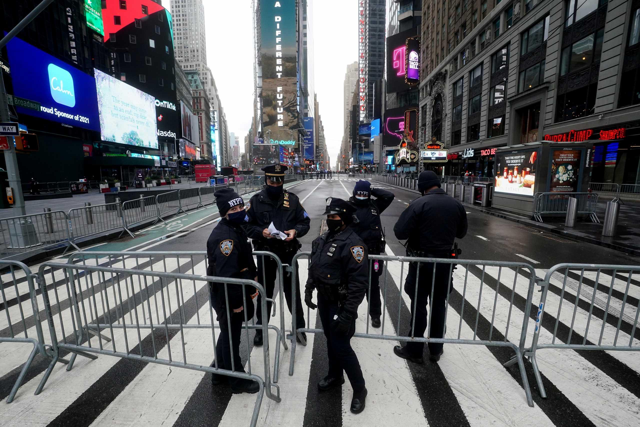 ΗΠΑ: Οδοφράγματα στην Times Square – Είσοδος σε λίγους προσκεκλημένους για την Πρωτοχρονια (pics)