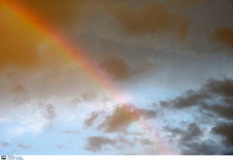 Καλμάρει ο καιρός: Βροχή το πρωί και ήλιος μετά για πολλές περιοχές