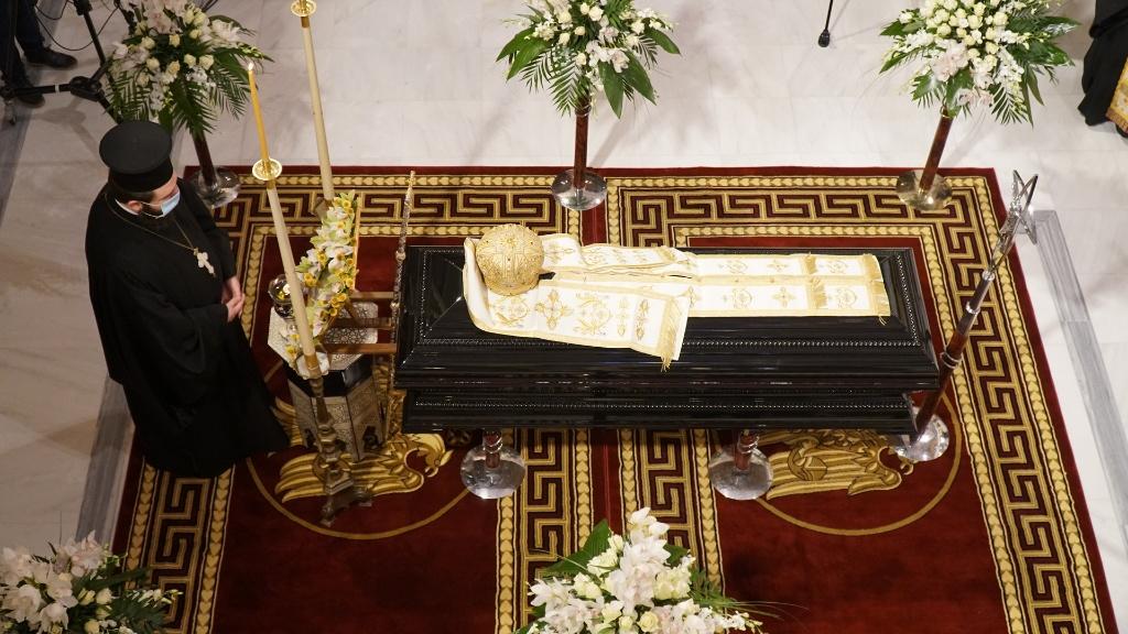 Τρίκαλα: Το στεφάνι που συγκίνησε στην κηδεία του μακαριστού μητροπολίτη Κυρού Αλεξιου