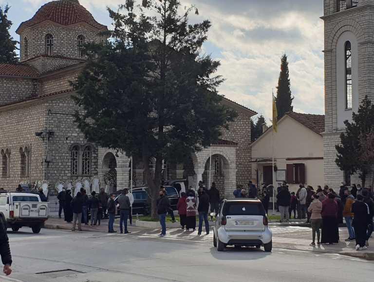 Τρίκαλα: Χαμός από Ρομά στην κηδεία του Ηλία Φουντούνα (video)