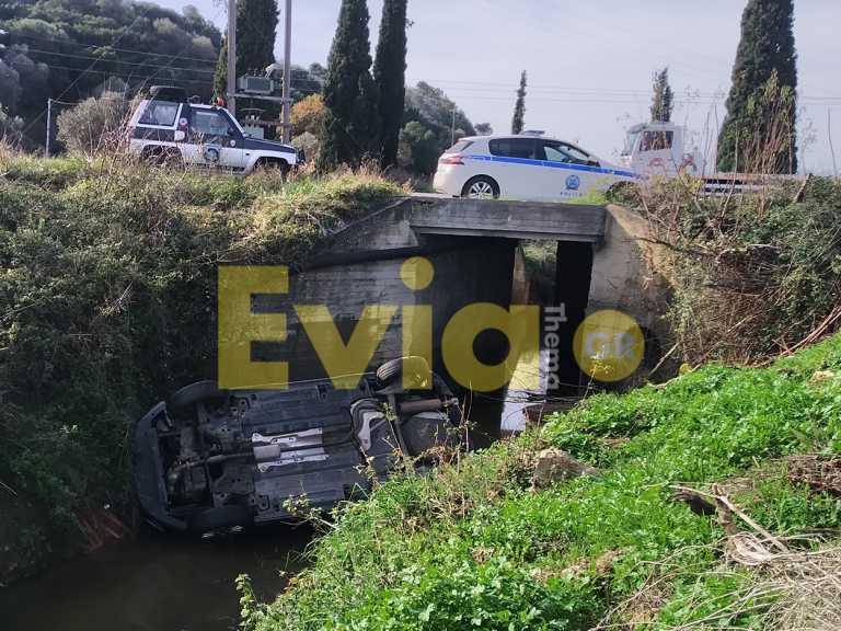 Αλιβέρι: Αυτοκίνητο «έφυγε» στο ποτάμι (pics)