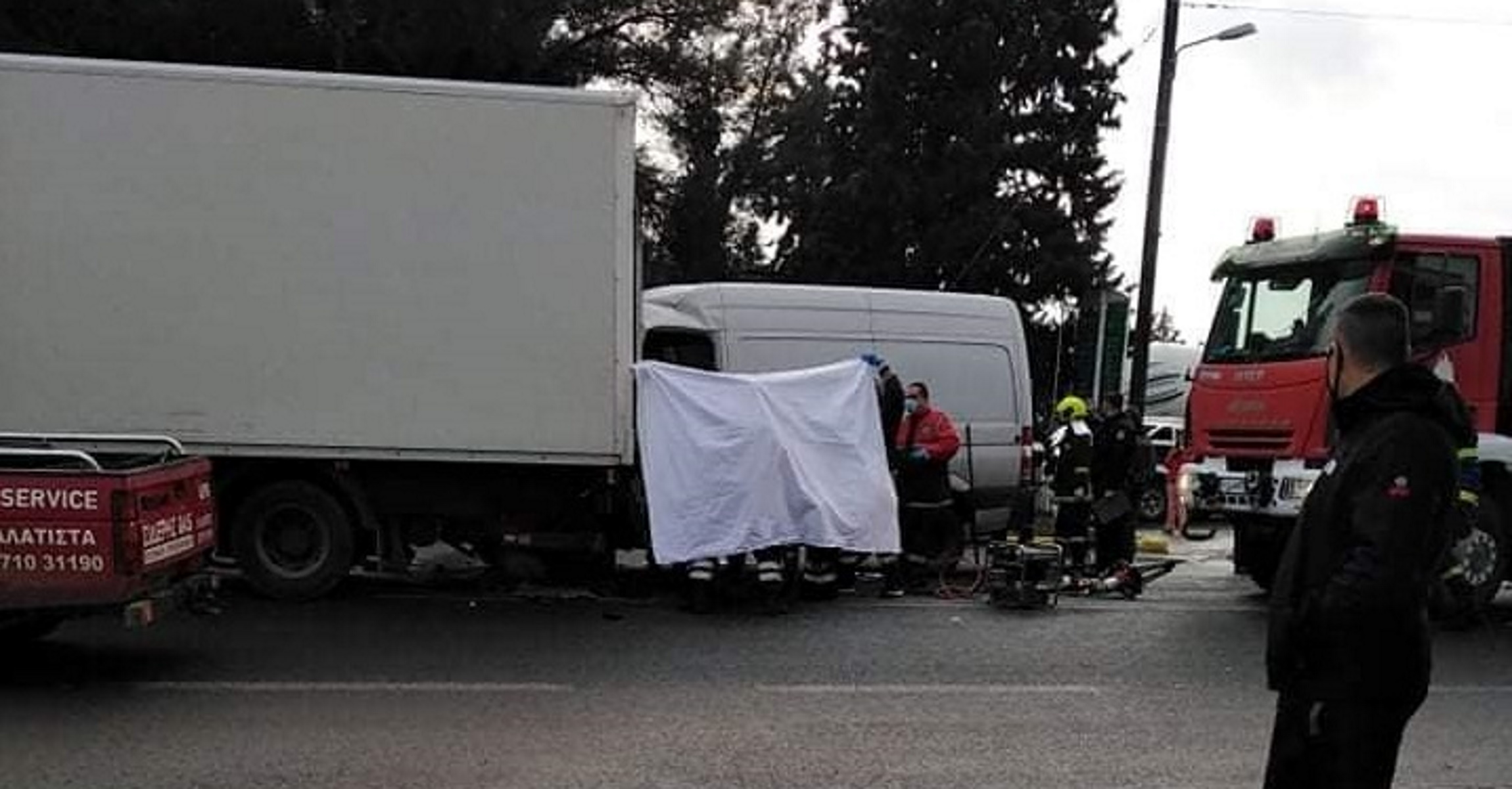 Νεκρός οδηγός αυτοκινήτου στη Νέα Ραιδεστό: Συγκρούστηκε με φορτηγό της αστυνομίας (pics)
