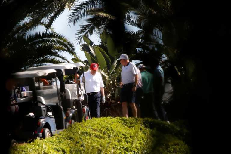Ο Τραμπ πείστηκε να υπογράψει για μη γίνει shutdown παίζοντας γκολφ