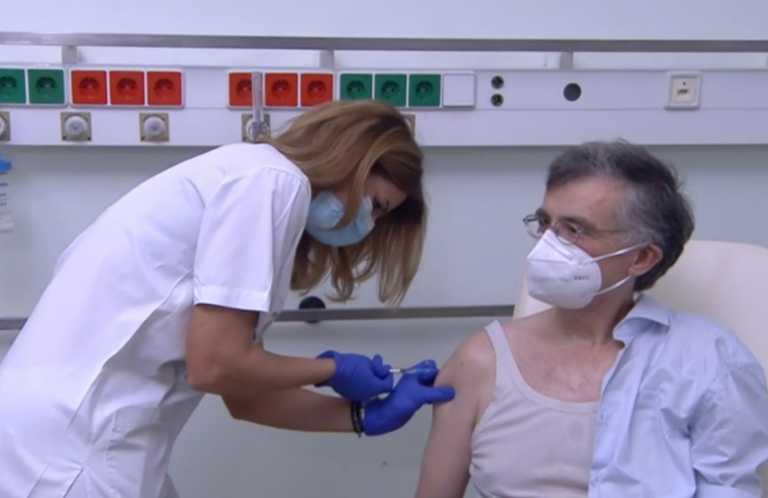 Εμβολιασμός: Χαμός με αμάνικα φανελάκια «Τσιόδρας» στα Τρίκαλα