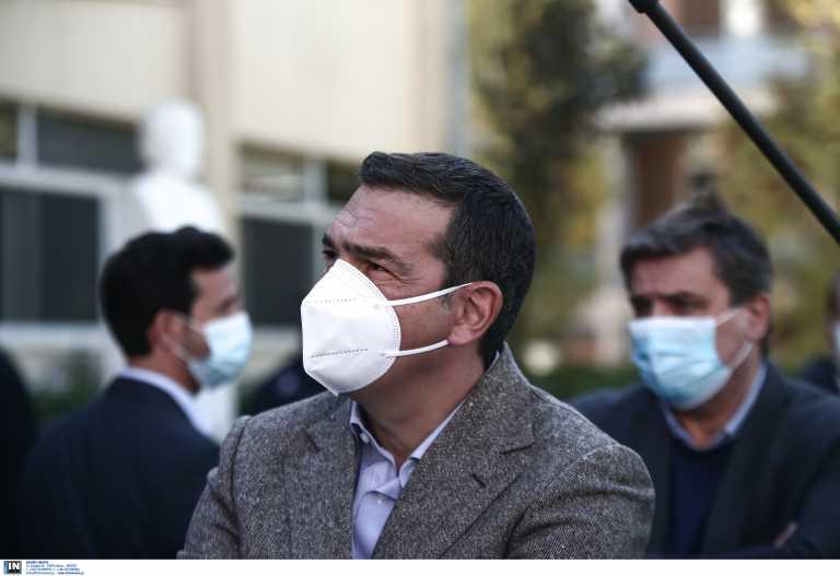 Live: Εμβολιάζεται χωρίς κάμερες ο Αλέξης Τσίπρας