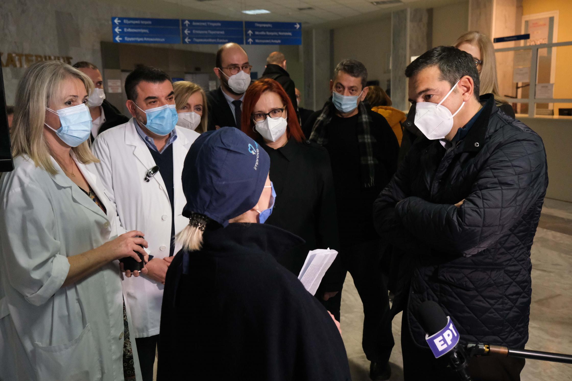 Τσίπρας στην Κατερίνη: Κίνδυνος τρίτου κύματος χωρίς ενίσχυση του ΕΣΥ και μαζικά τεστ
