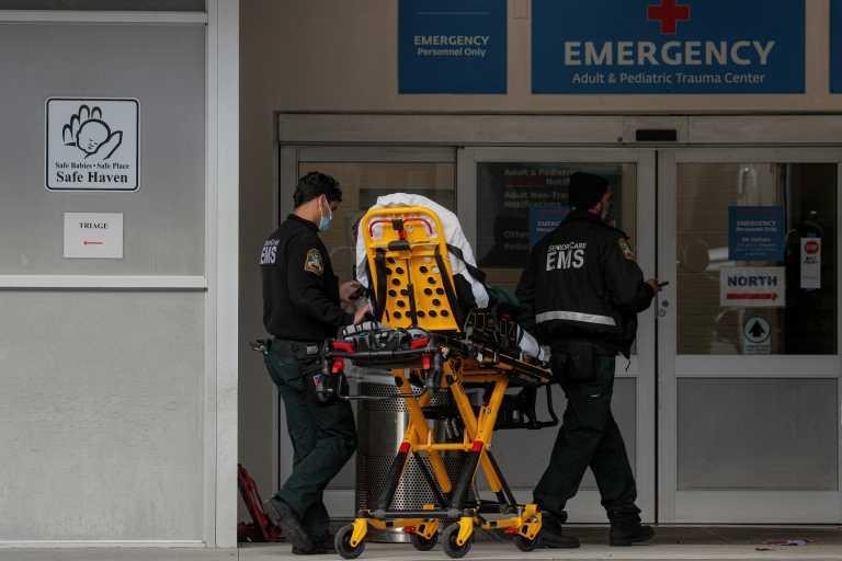 """Κορονοϊός: """"Θερίζουν"""" οι ξαφνικοί θάνατοι στις περιοχές που χτυπήθηκαν βαριά"""