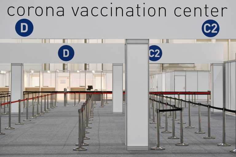 Κορονοϊός: Ελλείψεις σε εμβόλια μέχρι τον Απρίλιο «βλέπουν» στην Γερμανία – Νέοι περιορισμοί για ταξιδιώτες