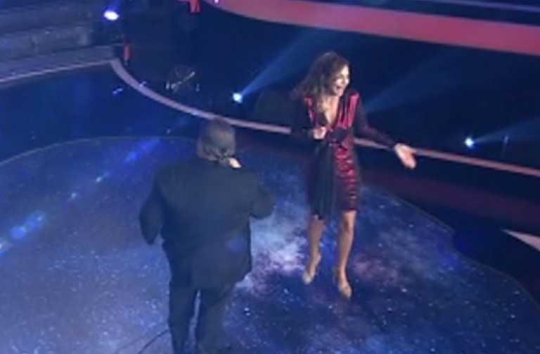 J2US: Η άτυχη στιγμή που οδήγησε την Δέσποινα Βανδή να διακόψει το τραγούδι
