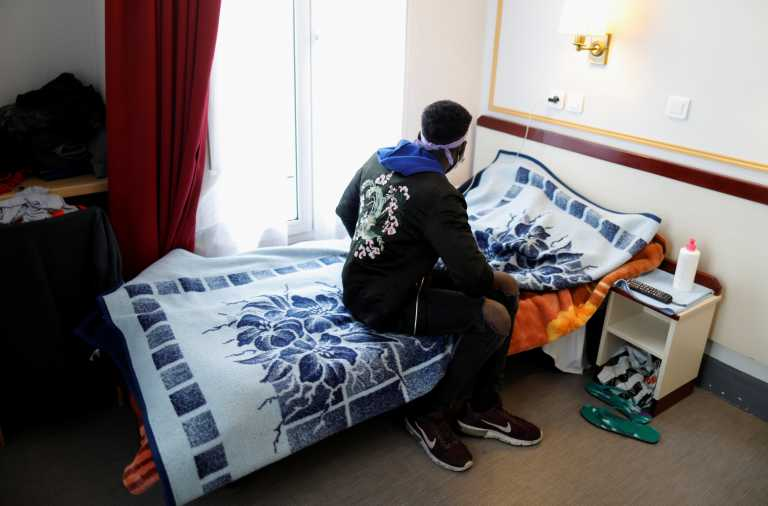 Δημοφιλές ξενοδοχείο του Παρισιού που είναι άδειο λόγω πανδημίας στεγάζει άστεγους