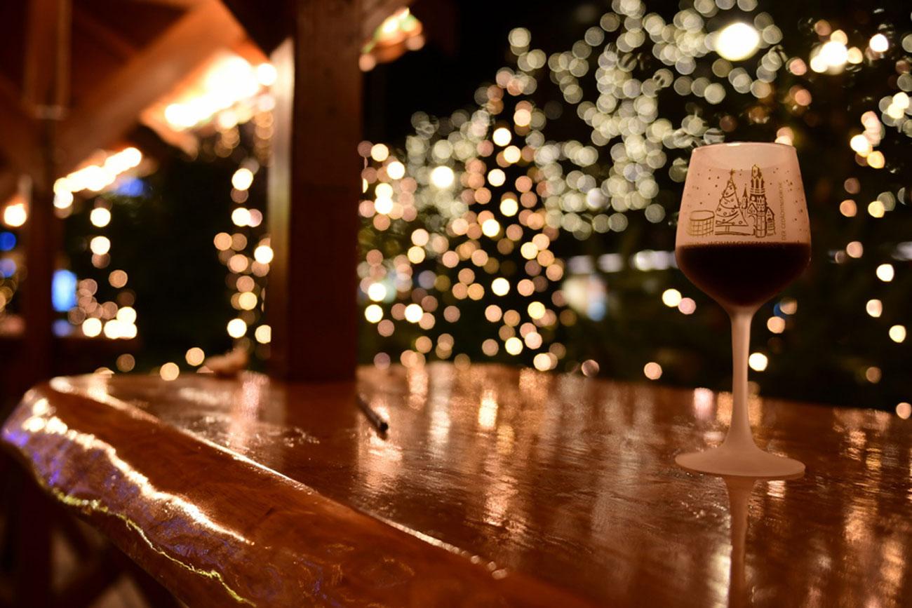 Χριστούγεννα, Πρωτοχρονιά και ρεβεγιόν με Covid-19: Οδηγίες για φιλοξενούμενους και οικοδεσπότες