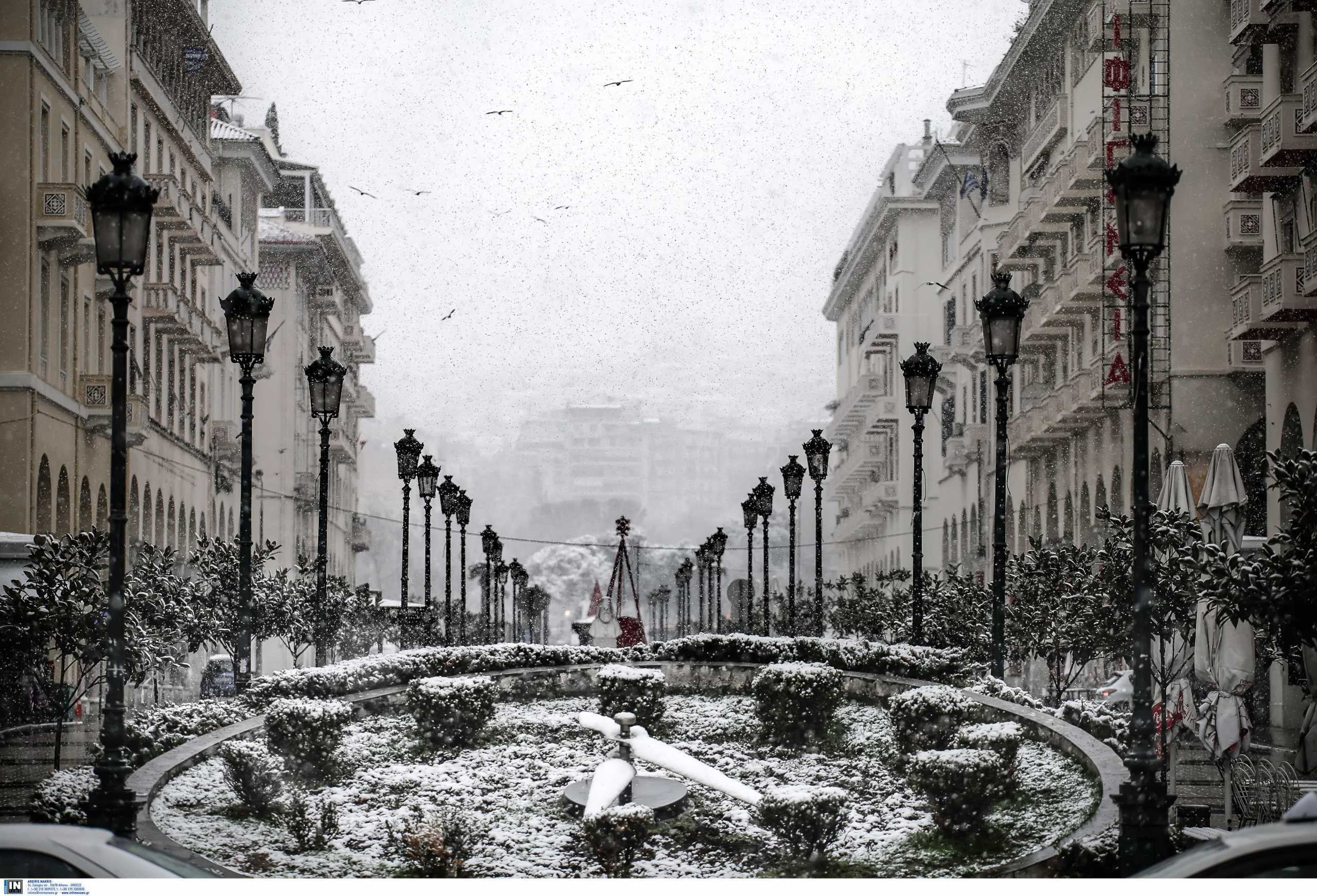 Καιρός – Κακοκαιρία Λέανδρος: Περιήγηση στη χιονισμένη Ελλάδα – Τα προβλήματα και οι μαγικές εικόνες (pics, video)