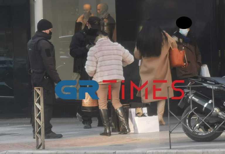 Θεσσαλονίκη: Ουρές στα καταστήματα – Κόσμος διψασμένος για αγορές (pics)