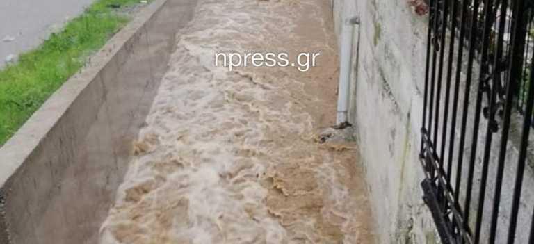 Αιτωλοακαρνανία: «Πνίγεται» το Αγρίνιο – Τεράστιες καταστροφές (pics, video)