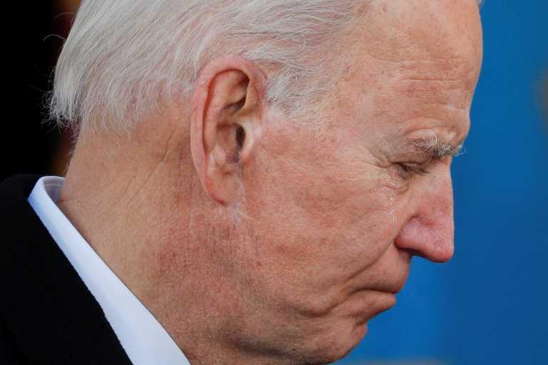 ΗΠΑ: Με δάκρυα ο Μπάιντεν αναχώρησε για Ουάσινγκτον