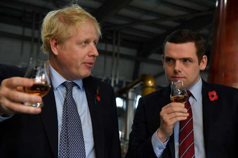 Βρετανία: Ο Τζόνσον θα επιχειρήσει να σαγηνεύσει τους Σκωτσέζους για να μην αυτονομηθούν