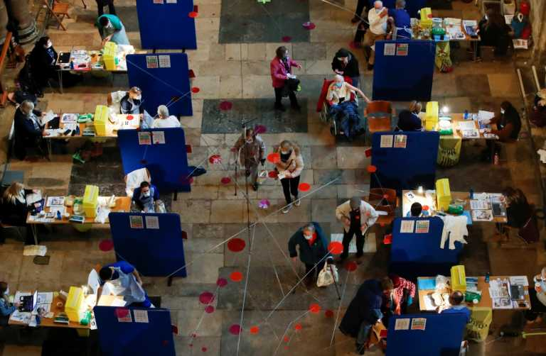 Βρετανία – κορονοϊός: Τα νοσοκομεία θυμίζουν εμπόλεμη ζώνη, ομολογεί σύμβουλος της κυβέρνησης