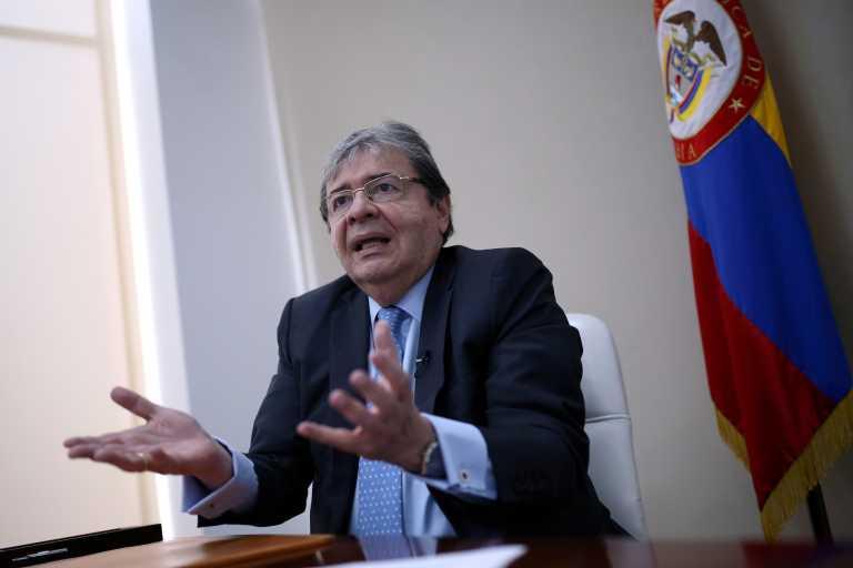 Κολομβία: Στην εντατική με κορονοϊό ο υπουργός Άμυνας – Απαγόρευση νυχτερινής κυκλοφορίας στην Μπογκοτά