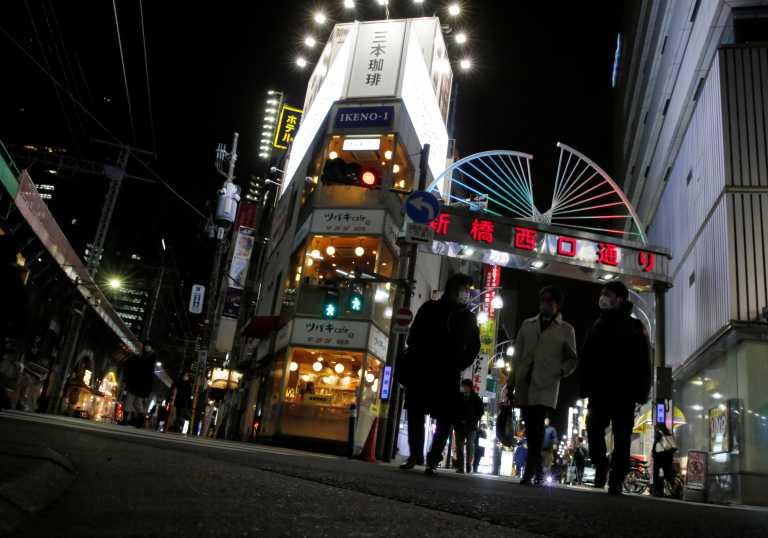 Σάλος στην Ιαπωνία: Βουλευτές αγνόησαν τα μέτρα και βγήκαν σε νυχτερινά κέντρα – Συγνώμη ζήτησε ο πρωθυπουργός