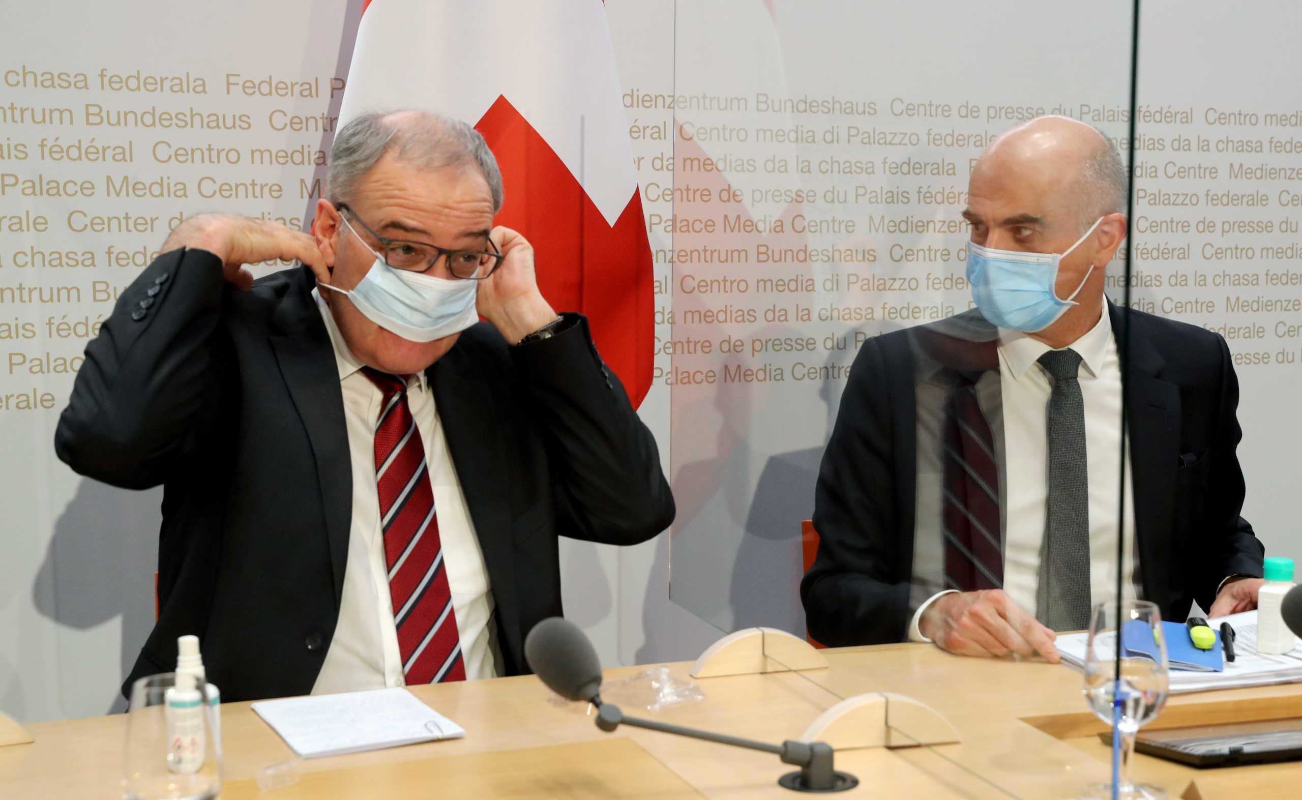 Ελβετία: Η κυβέρνηση ανακοίνωσε πιο αυστηρούς περιορισμούς αλλά όχι lockdown