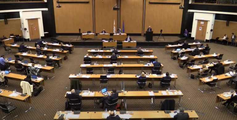 Κύπρος: Ψηφίστηκε εν μέσω Ρίχτερ ο Προϋπολογισμός για το 2021