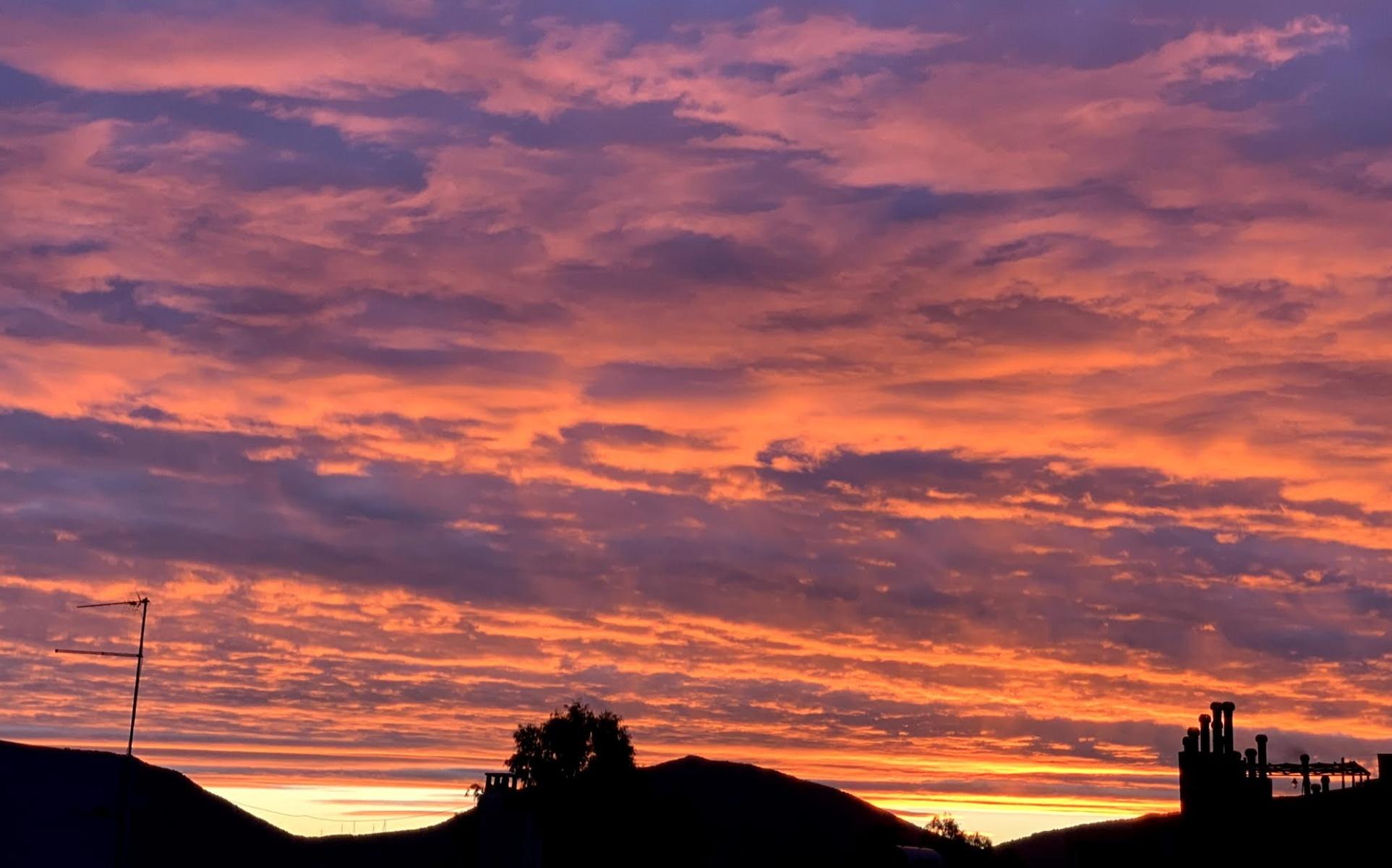 Καιρός – Χαλκίδα: Για ποιό λόγο ο ουρανός πήρε χρώμα φωτιάς (pics)