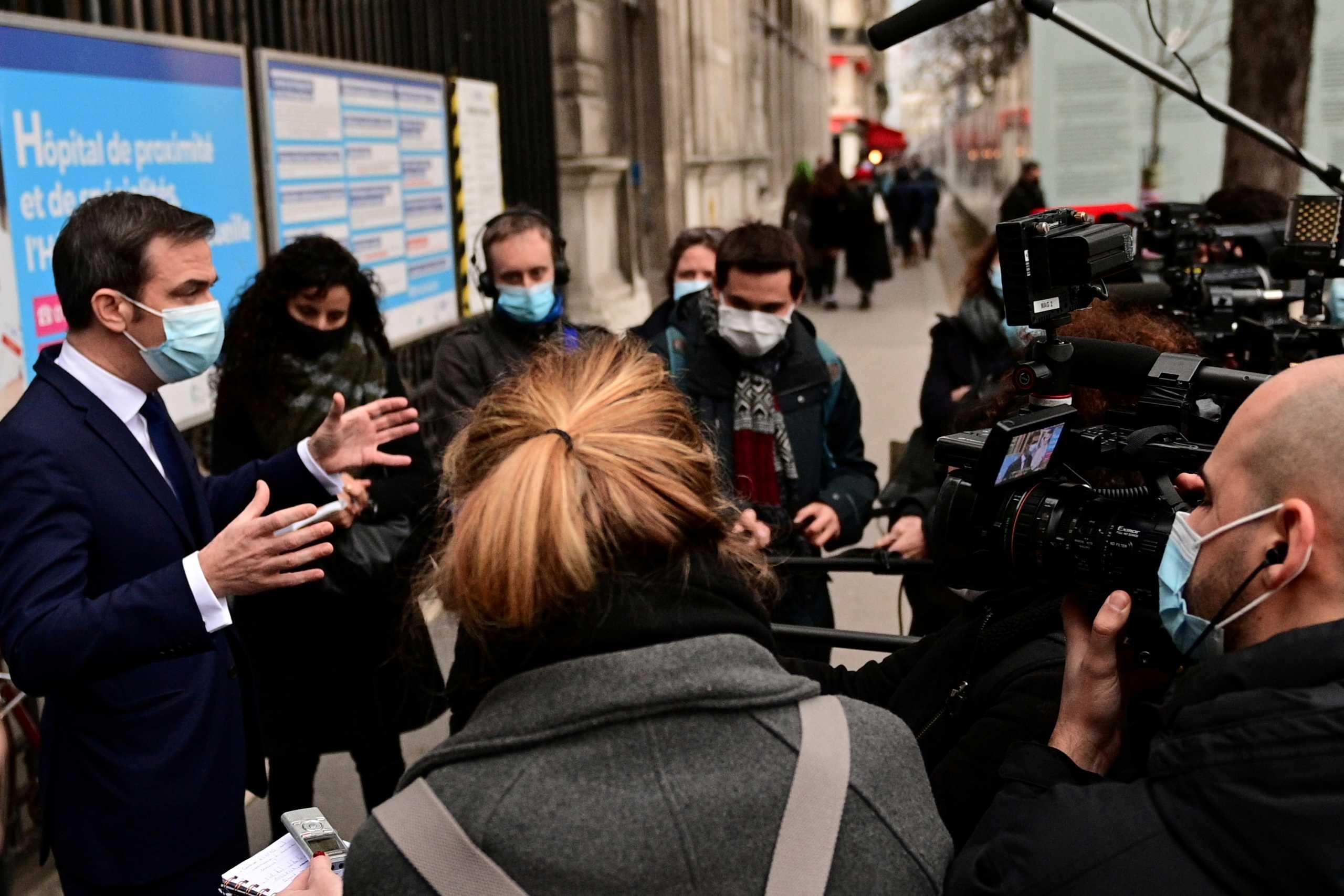 Κορονοϊός: Η Γαλλία επιταχύνει τους εμβολιασμούς
