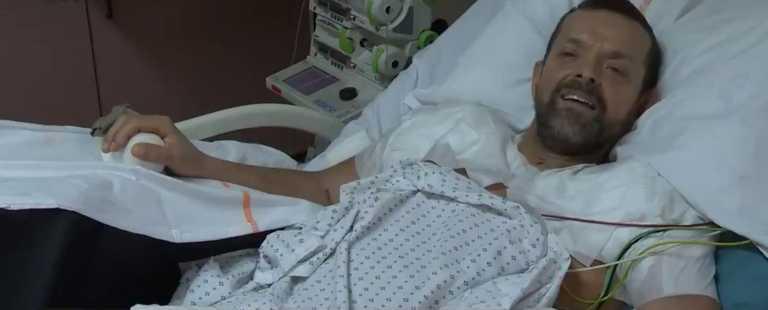 Για πρώτη φορά χειρουργοί μεταμόσχευσαν ολόκληρα χέρια σε 48χρονο χωρίς άνω άκρα (video)