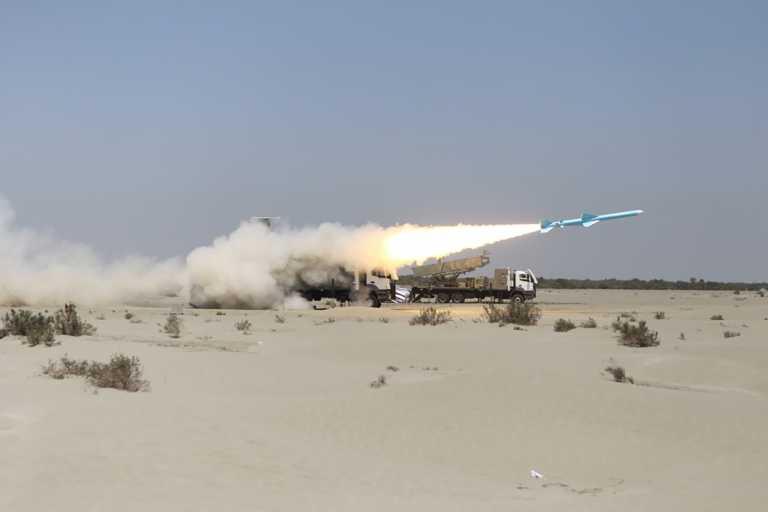 Δοκιμές βαλλιστικών πυραύλων σε στρατιωτικά γυμνάσια στο Ιράν