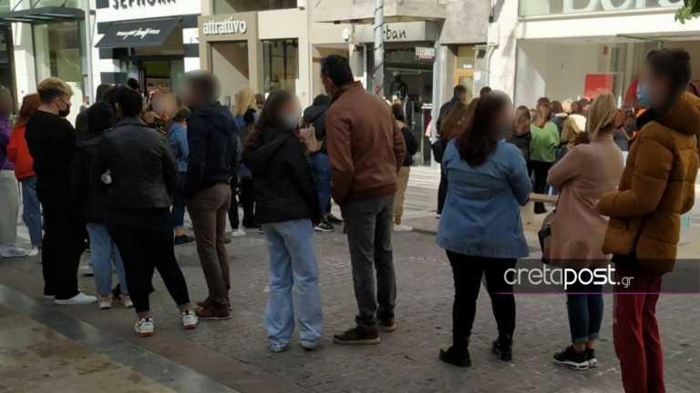 Κρήτη: Κυριακή με ανοιχτά μαγαζιά – Ουρές χωρίς αποστάσεις στα πολυκαταστήματα (pics)
