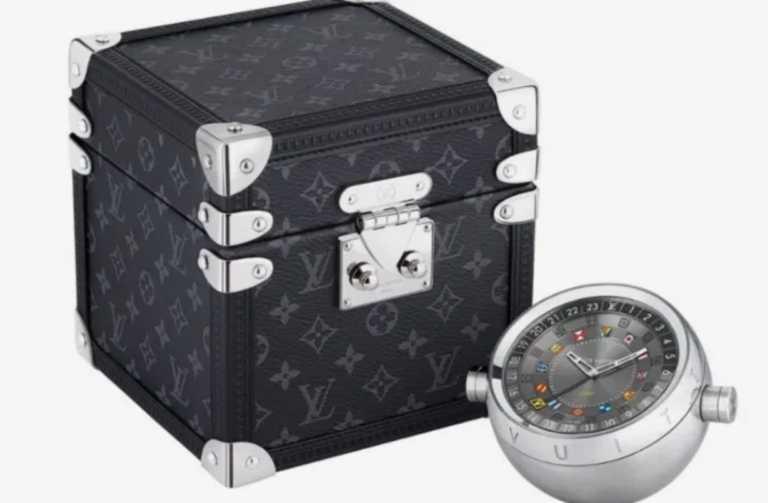 """Ο οίκος Louis Vuitton κυκλοφόρησε ένα ρολόι που είναι ο ιδανικός """"σύντροφος"""" κάθε ταξιδιώτη"""