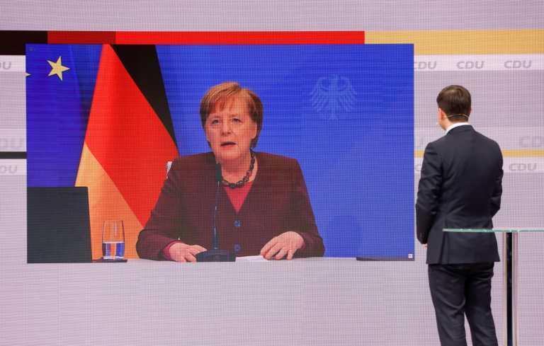 Ραντεβού Μέρκελ με την Ιστορία: Συγκίνηση στην αποχαιρετιστήρια ομιλία στο συνέδριο του CDU – Ποιον «έδειξε» για διάδοχο