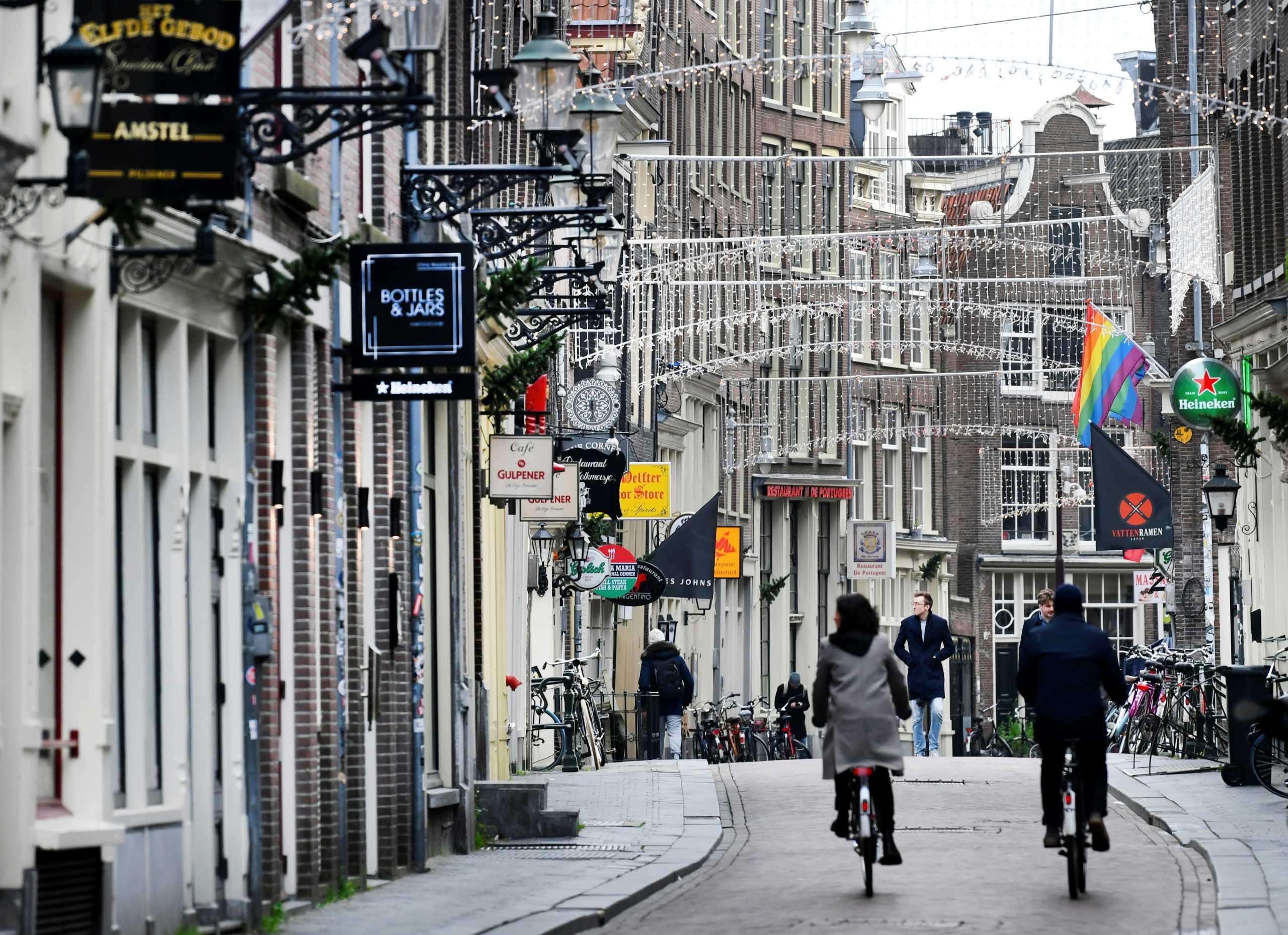 Το Άμστερνταμ σκοπεύει να απαγορεύσει τα coffeeshop στους τουρίστες