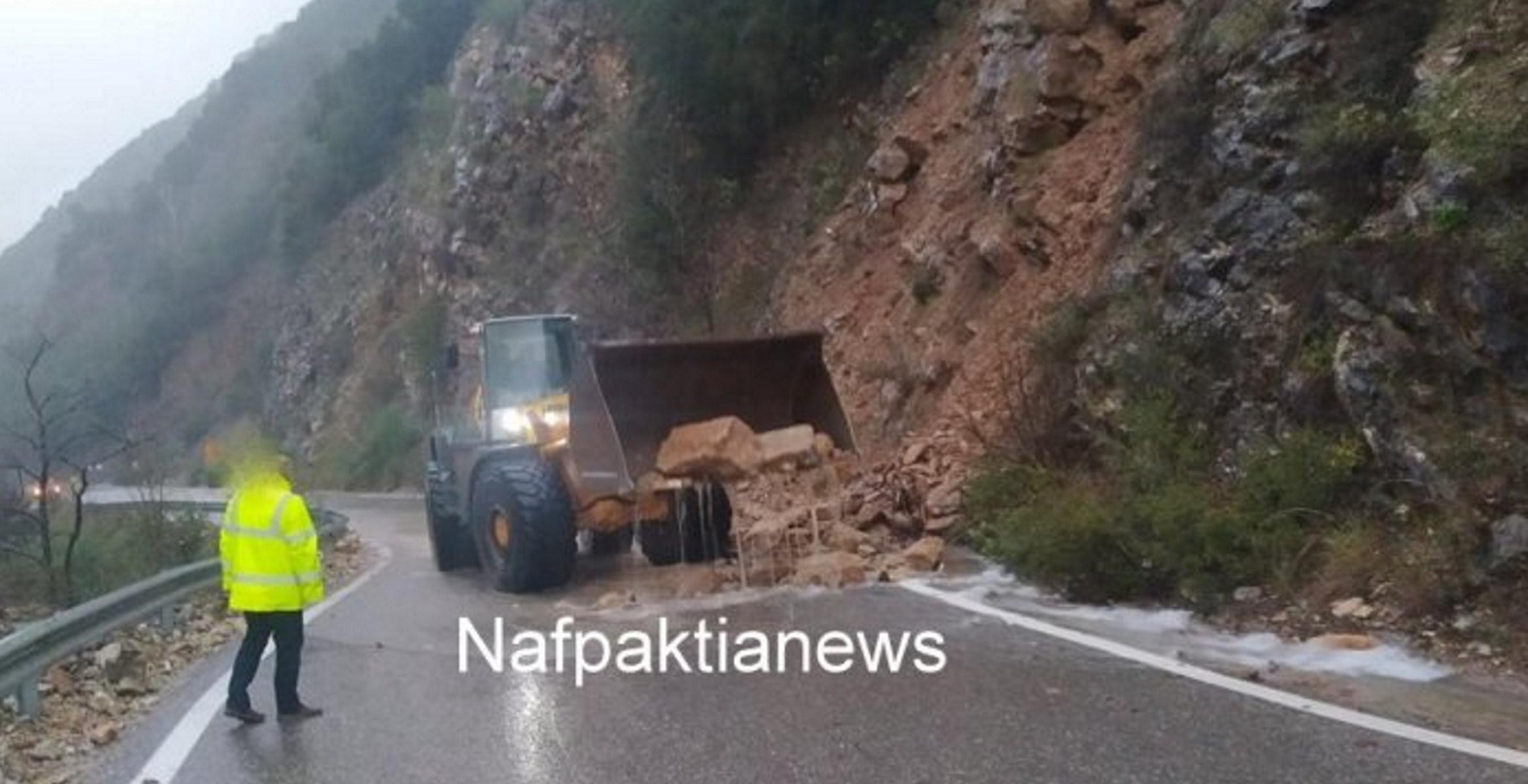 Αιτωλοακαρνανία: Η κακοκαιρία «χτυπά» και τη Ναύπακτο – Δρόμοι ποτάμια και κατολισθήσεις (pics, video)