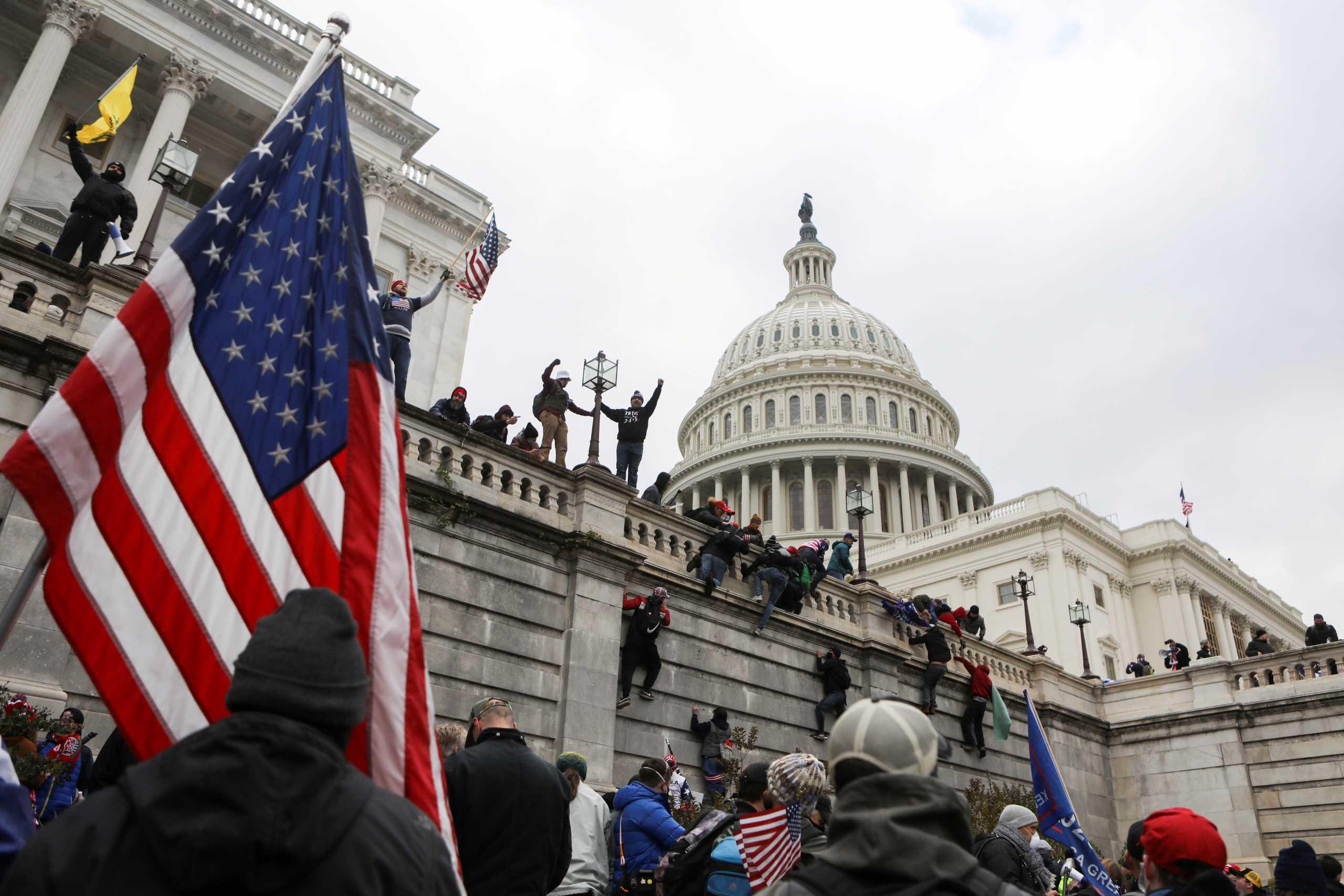 ΗΠΑ: Πάνω από 100 συλλήψεις για την εισβολή στο Καπιτώλιο από το FBI