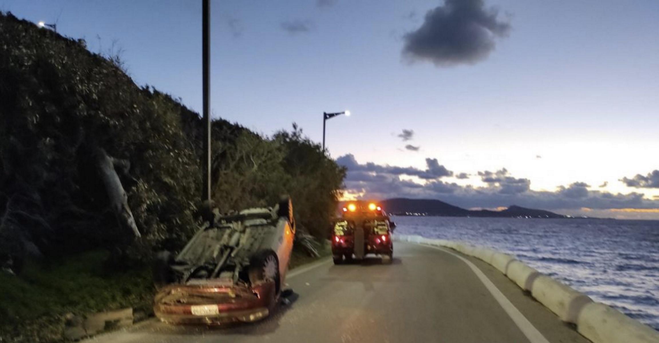Σοκαριστικό τροχαίο στη Ρόδο – Αυτοκίνητο χτύπησε στις μπάρες και αναποδογύρισε (pics)