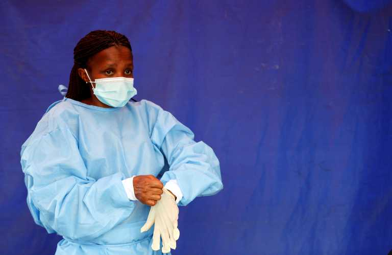 Νότια Αφρική: Η νέα μετάλλαξη του κορονοϊού είναι διπλάσια πιο μεταδοτική και όχι πιο θανατηφόρα