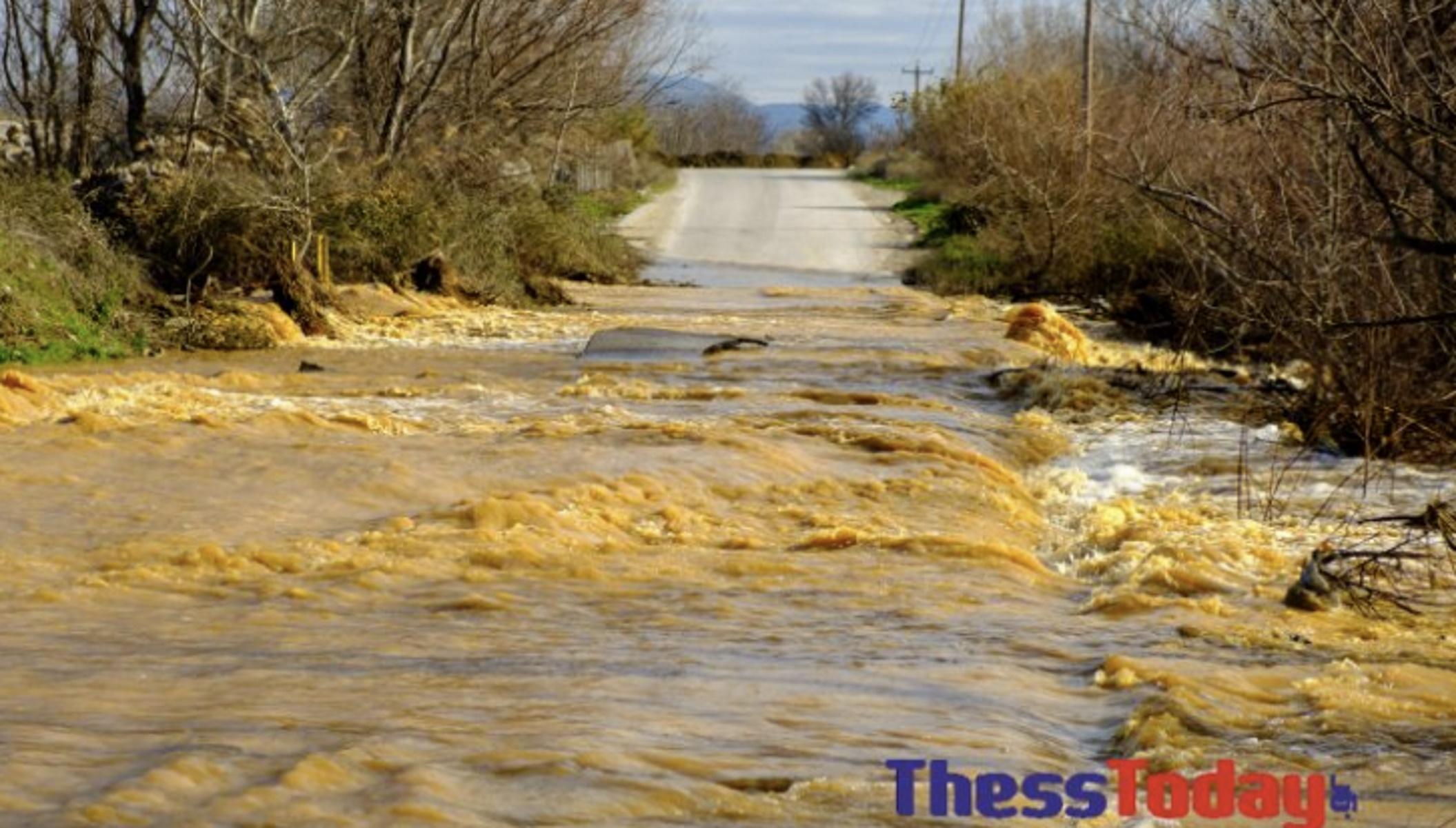 Καιρός – Σίνδος Θεσσαλονίκης: Κλειστοί δρόμοι, πλημμύρες και μπάζα (pics, video)
