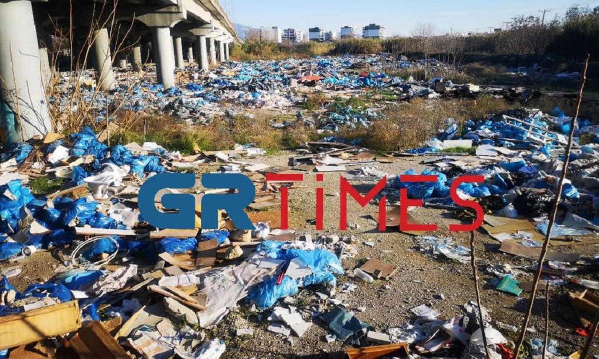 Εικόνες ντροπής στη Θεσσαλονίκη – Παράνομη χωματερή δίπλα από τα ΚΤΕΛ
