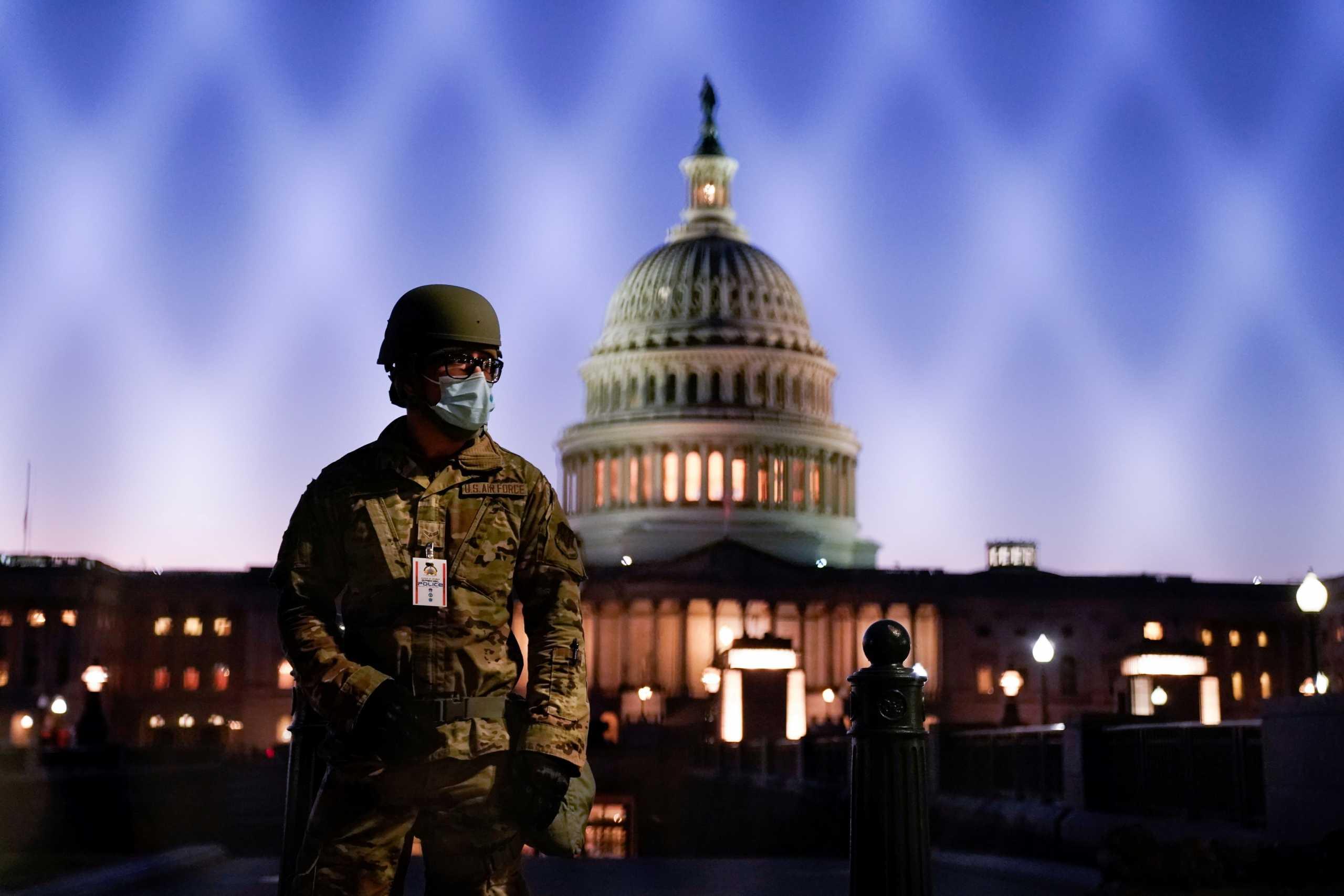 ΗΠΑ: Οπλισμένη η Εθνοφρουρά περιμένει στην Ουάσινγκτον τους οπαδούς του Τραμπ (pics)
