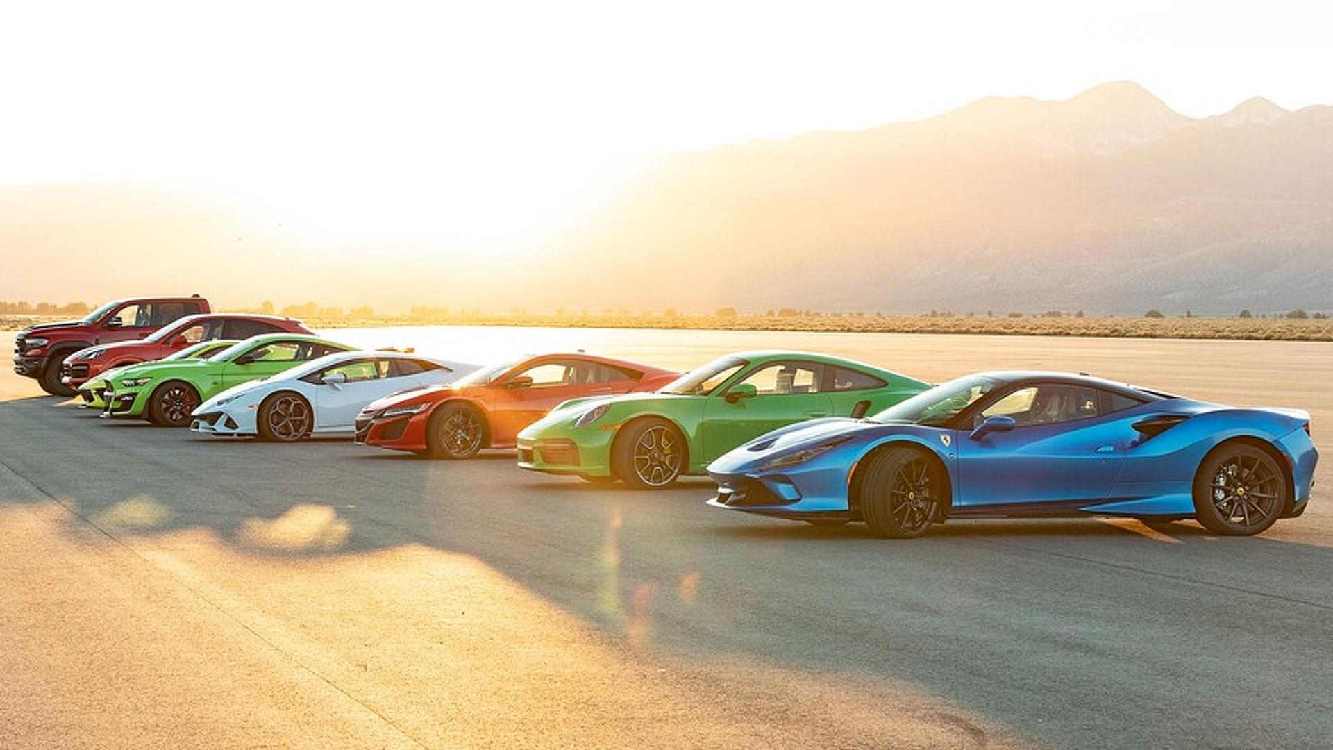 Τα καλύτερα υπεραυτοκίνητα και σπορτσκαρ της χρονιάς αναμετρώνται στην ευθεία! [vid]