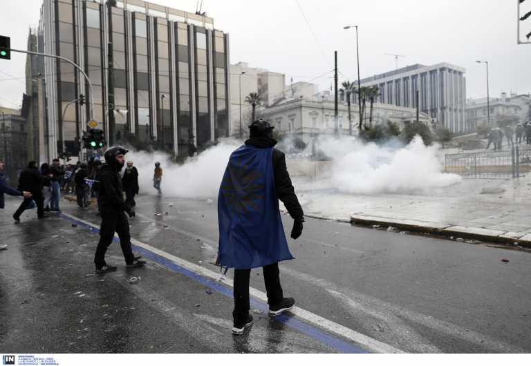 Νέα δεδομένα χάι-τεκ στις συγκεντρώσεις: Προειδοποιήσεις για δακρυγόνα από μεγάφωνα και δημοσιογράφοι με προστατευτικό εξοπλισμό