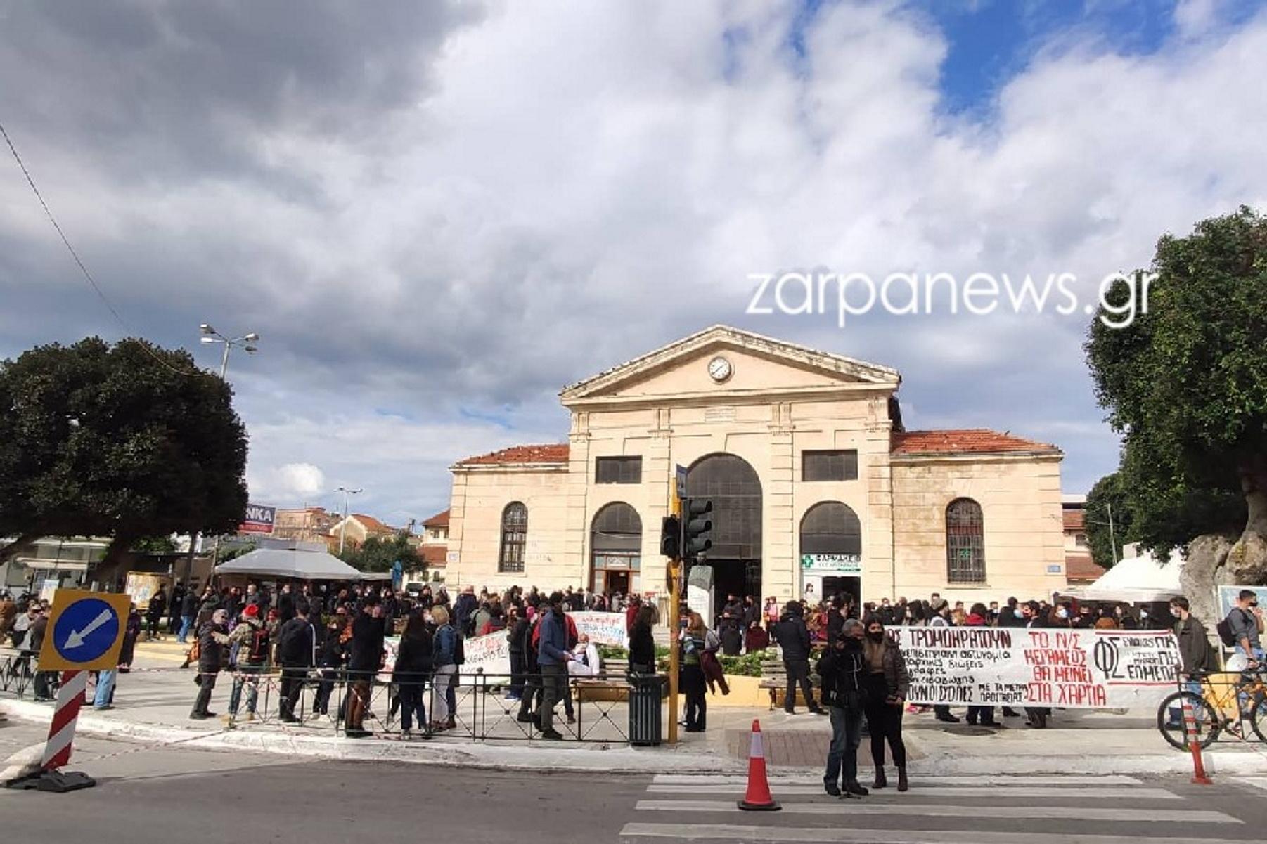 Πανεκπαιδευτικό συλλαλητήριο στα Χανιά: «Αν θέλουν να δουν συνωστισμό ας έρθουν στα σχολεία» (pics, video)